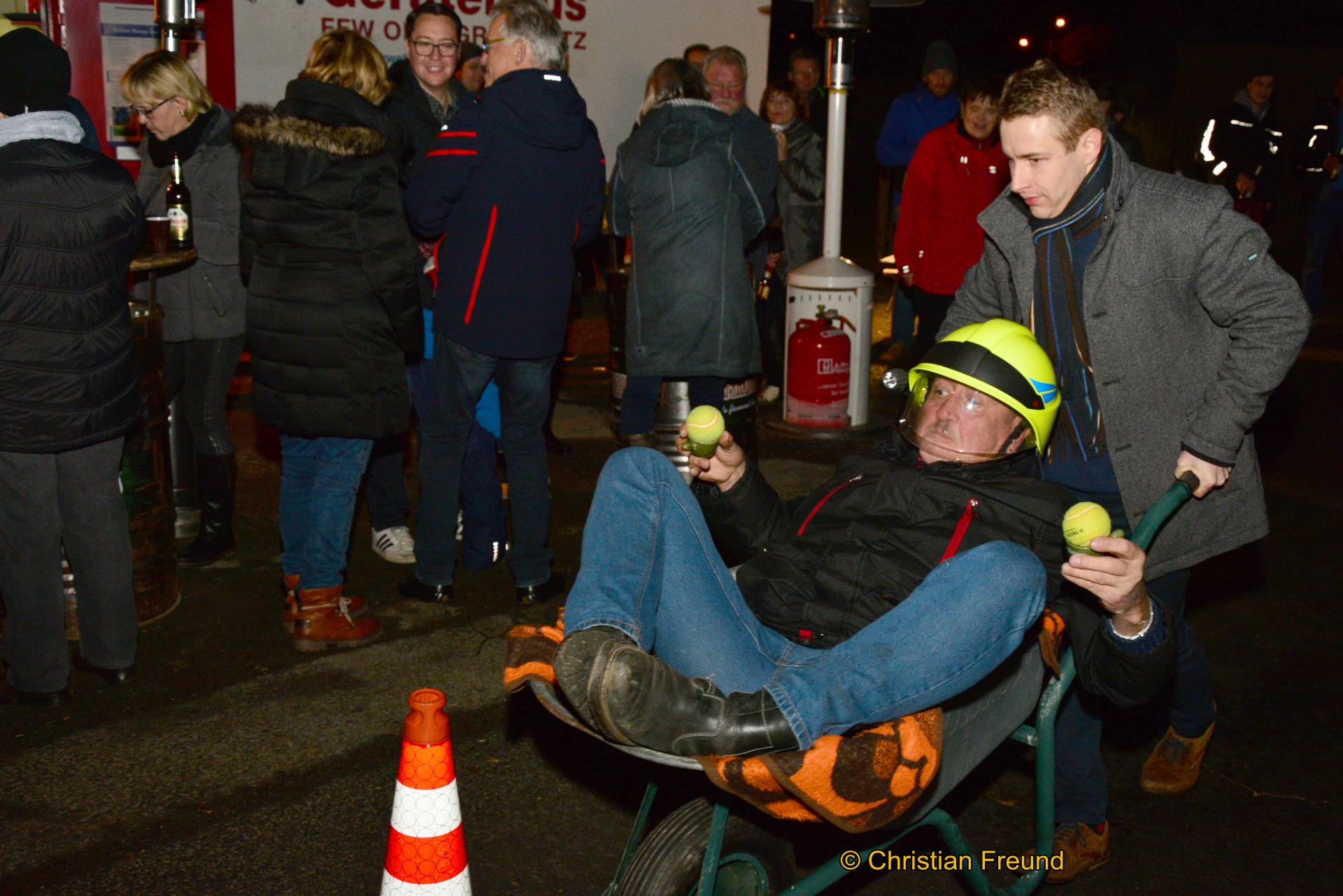Statt Rodelgaudi Begeisterung beim Schubkarren-Wettbewerb