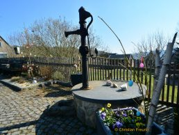 Der Brunnen in der Eichleite wurde fürs Osterfest fein gemacht.