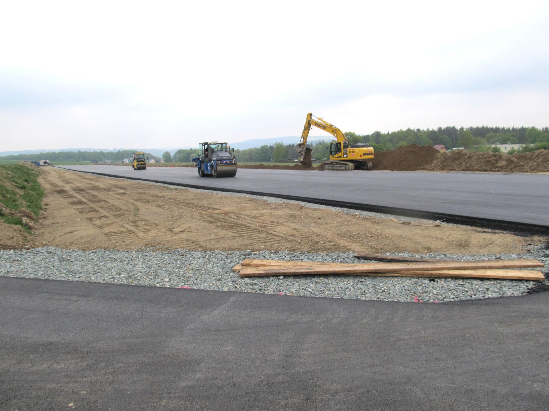 Endphase bei Sanierung der Start- und Landebahn