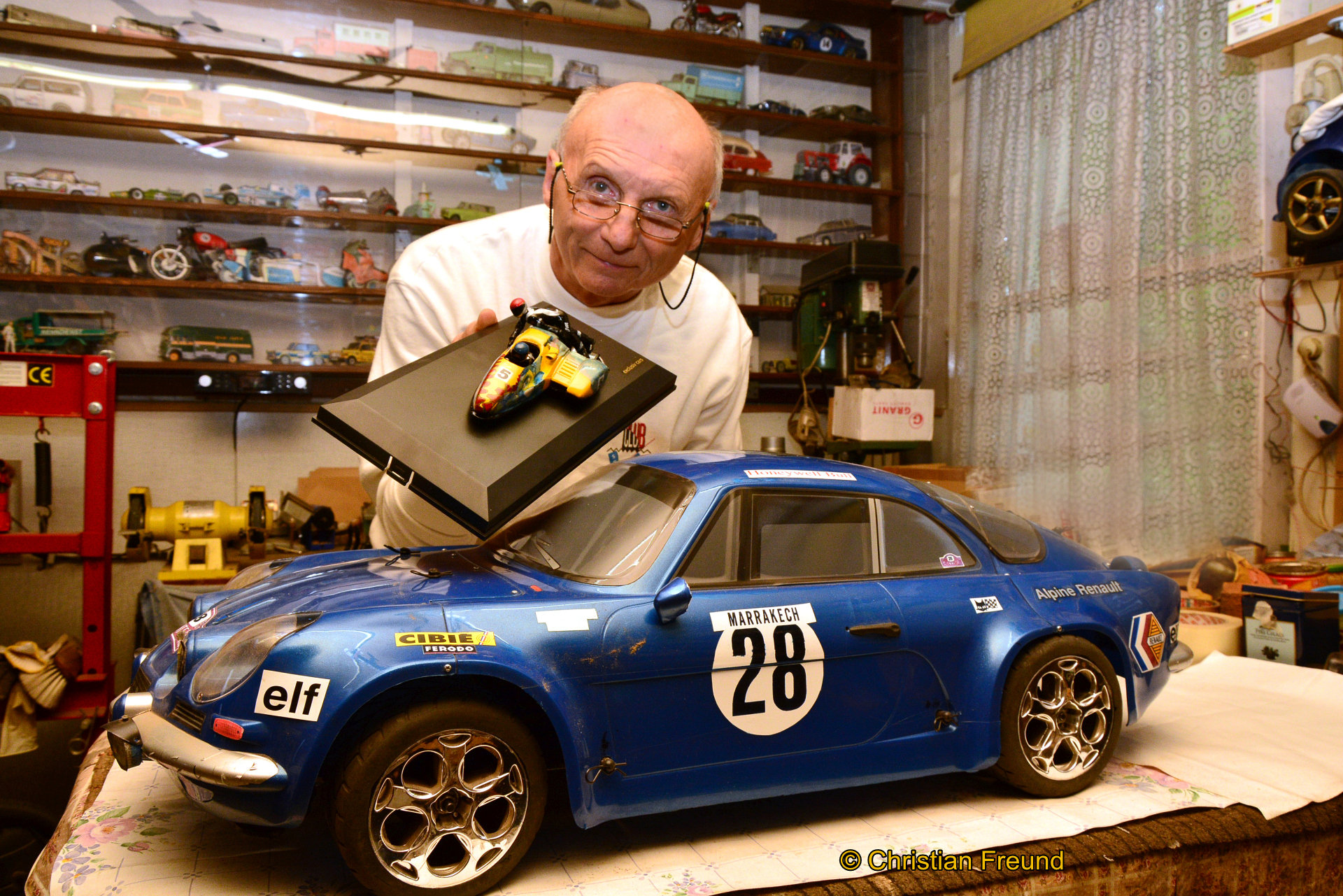 Fahrzeug- Legenden leben als Modelle weiter