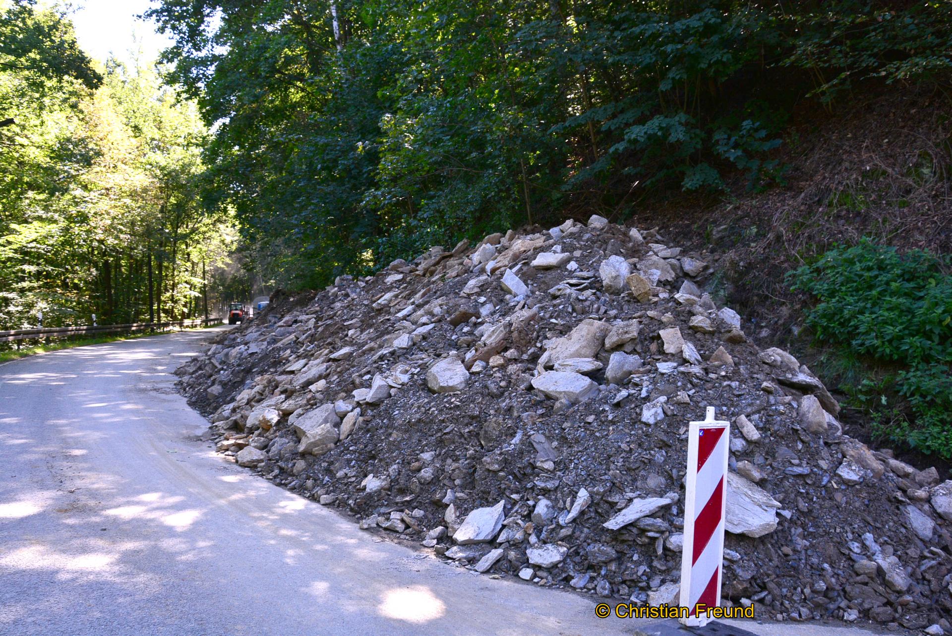 Straßensperrung aufgrund Arbeiten an Fahrbahn, Stützwand und Durchlass bei Mylau