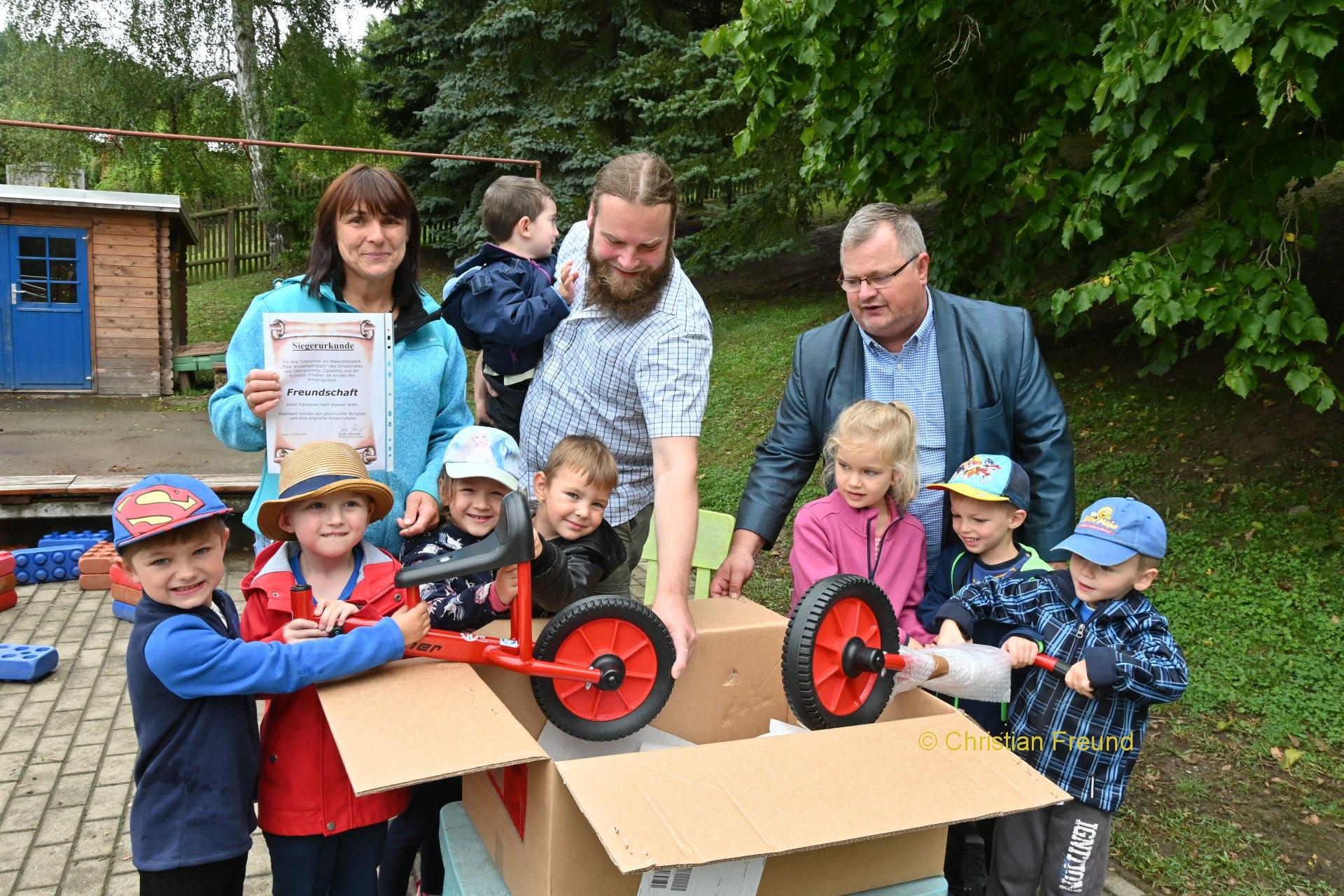 Laufrad für Siegerkinder des Malwettbewerbes